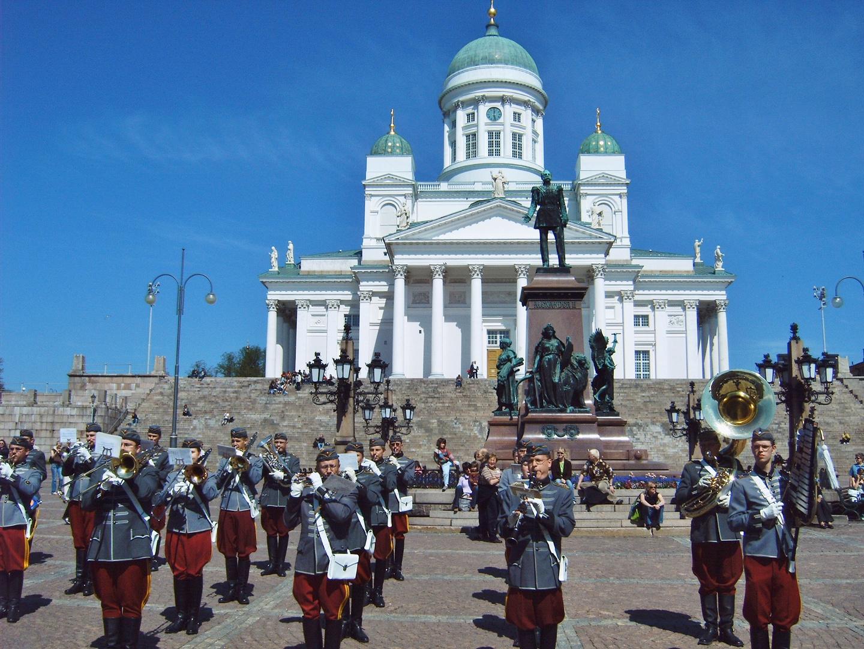 Proben vor dem Dom von Helsinki