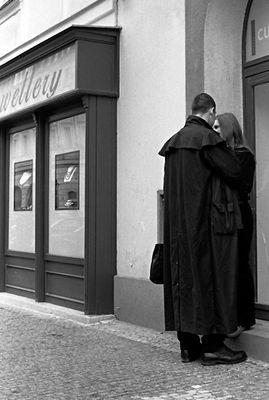 """Progetto """"Foto&Racconti"""": L'uomo con il trench (Torrisi-Pettazzoni)"""