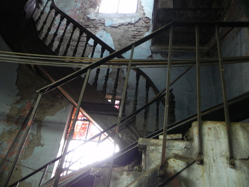prohibido subir,vieja casona