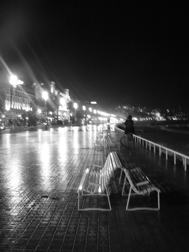 promenade des anglais in the night