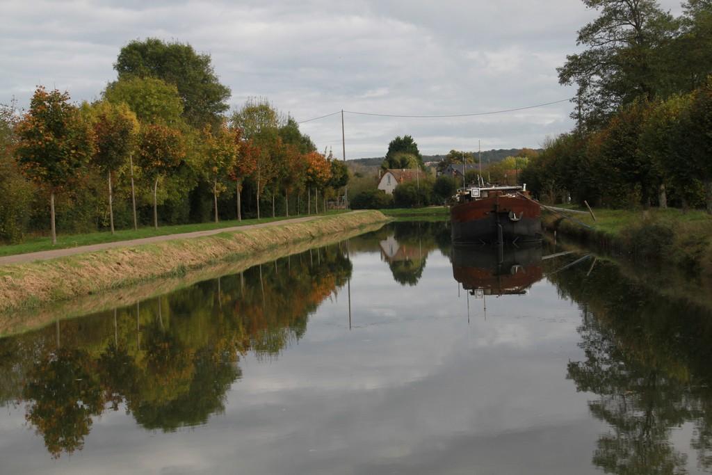 Promenade sur le canal de Bourgogne