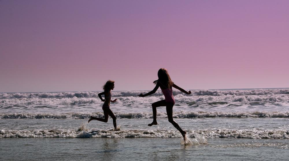 """"""" Promenons nous dans les vagues voir si le crabe n ' y est pas..."""""""