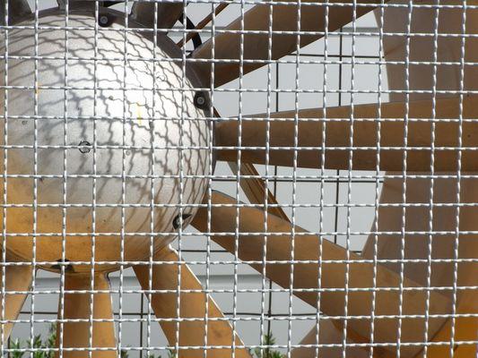 Propeller hinter Gittern