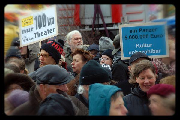 Protest gegen Entlassung und Kulturabbau