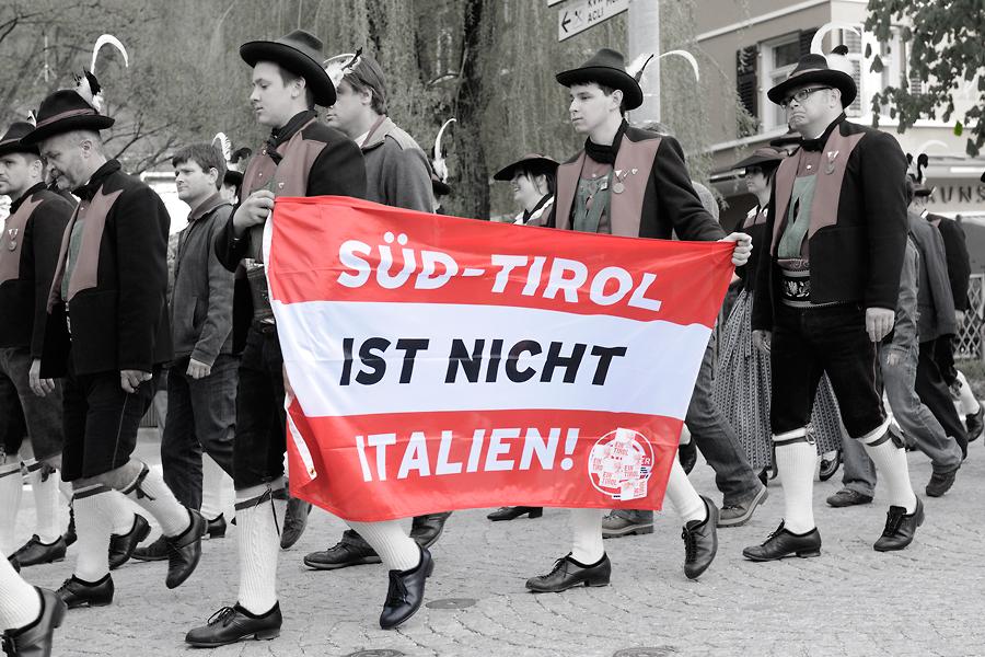 Protestmarsch der Schützen in Bruneck II