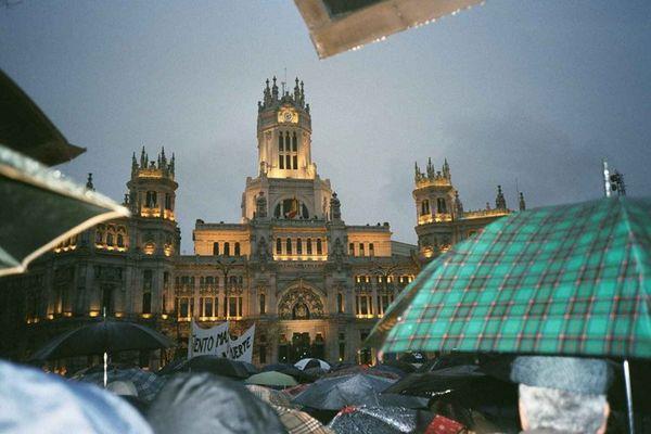 Protestversammlung vor dem Palacio de Comunicaciones (Madrid, den 12.04.2004)