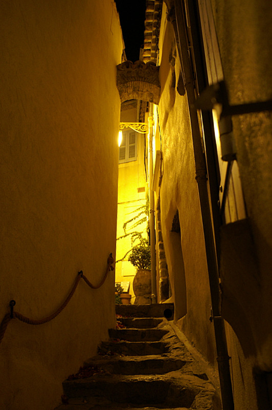 provenza di notte-ramatuelle.vicoli