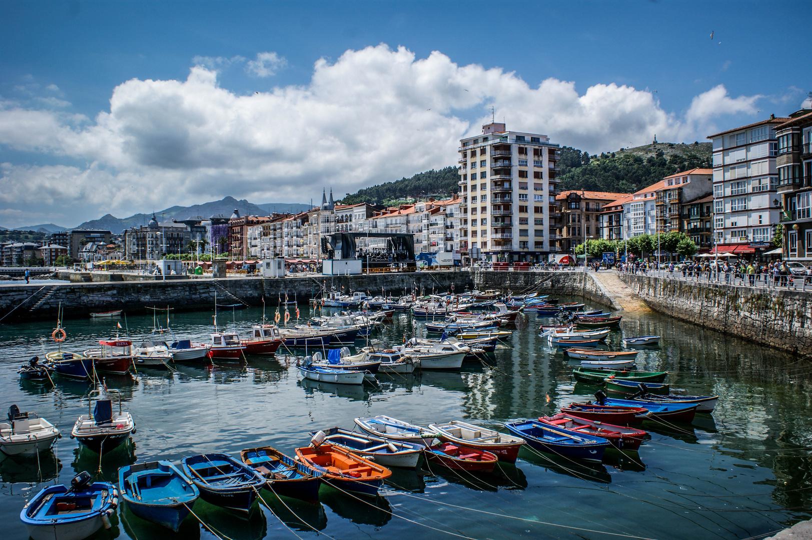 """Proyecto de edición: """"Puerto Castro Urdiales"""""""