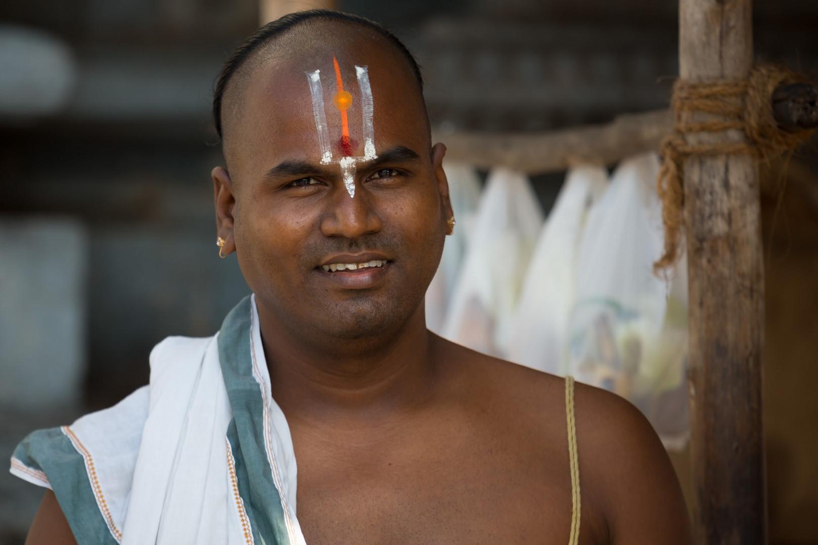 Prêtre hindou du Temple Stalasayana Perumal (= avatar de Vishnu) à Mamallapuram