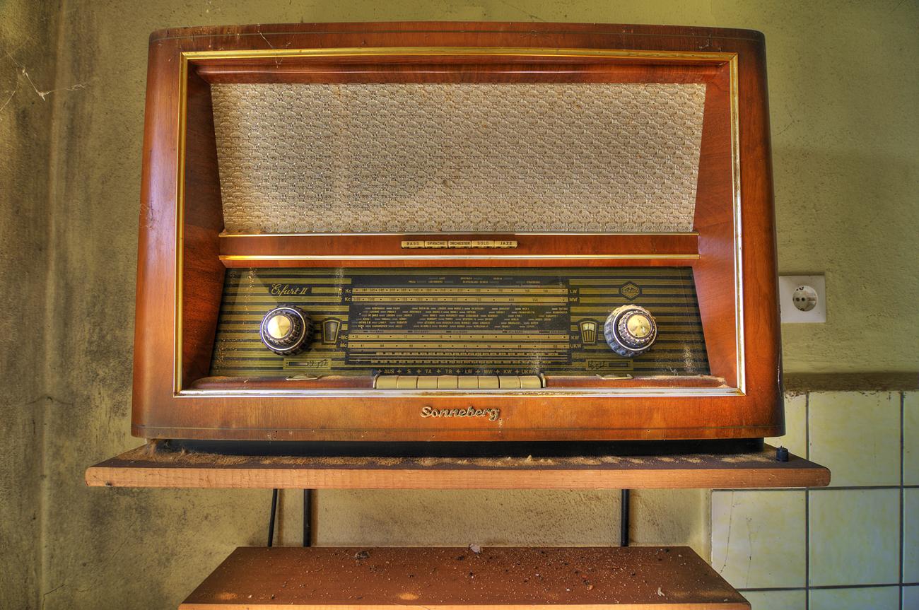 *** Pssst ! Wir hören Westradio ! ***
