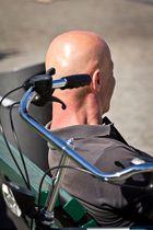 Pssst...McClane...man hält dir gerade einen geladenen Fahrradlenker an den Kopf!