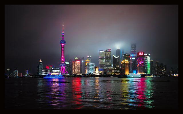 "Pudong ""light show"""