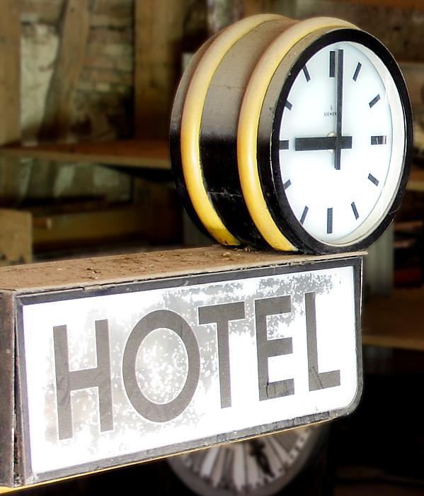 Pünktlich um 09:00 Uhr am Hotel!