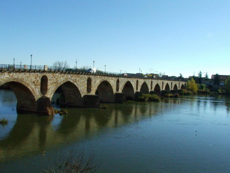 puente zamorano con historia