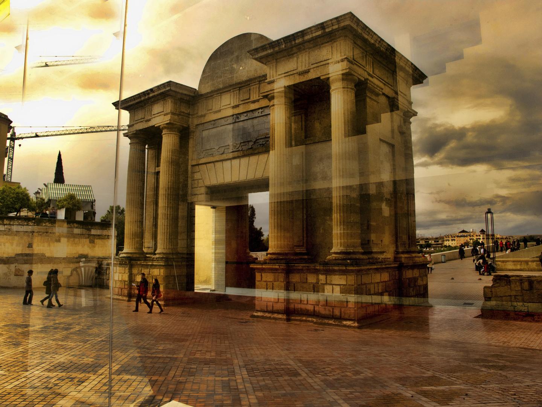 Puerta del Puente Romano.Córdoba