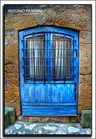 Puertas, si, es así, es azul