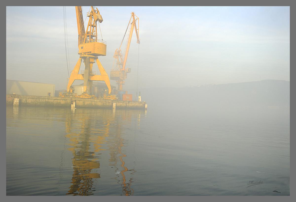 Puerto al amanecer