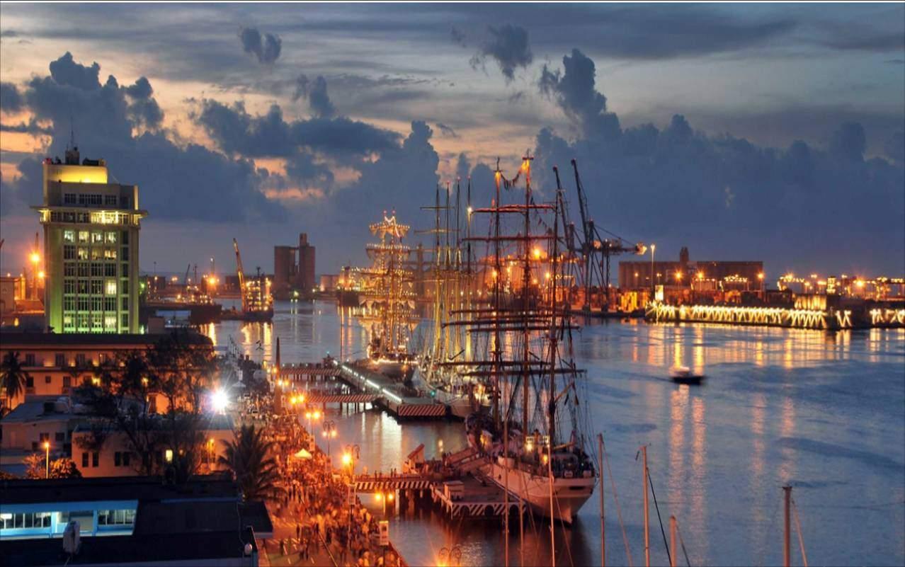 Puerto de Veracruz en el crepúsculo