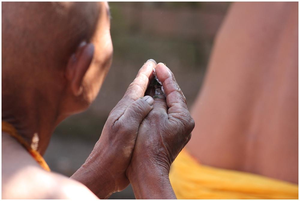 Puja-Gebetszeremonie am Shiva Parvati Schrein in Bhaktapur