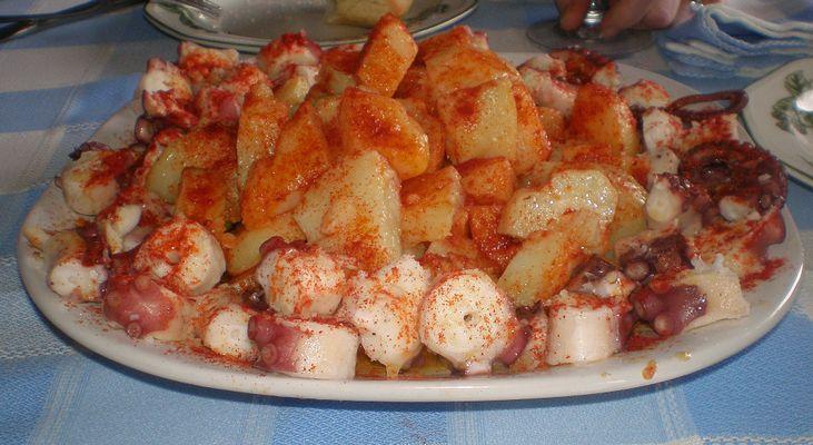 Pulpo a feira con patatitas gallegas