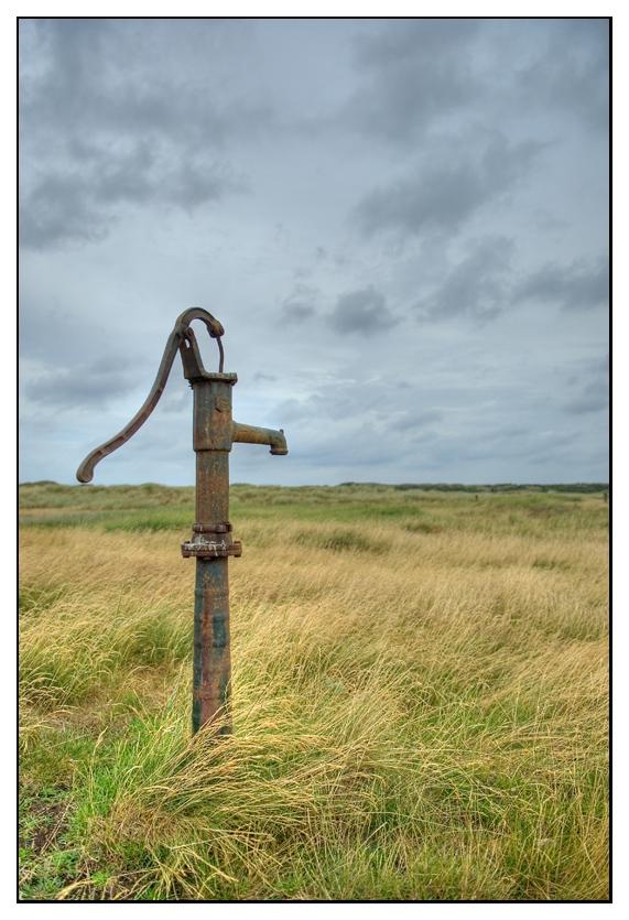 Pumpe in der Landschaft