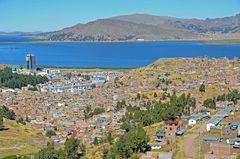 Puno mit dem Titicacasee im Süden von Peru