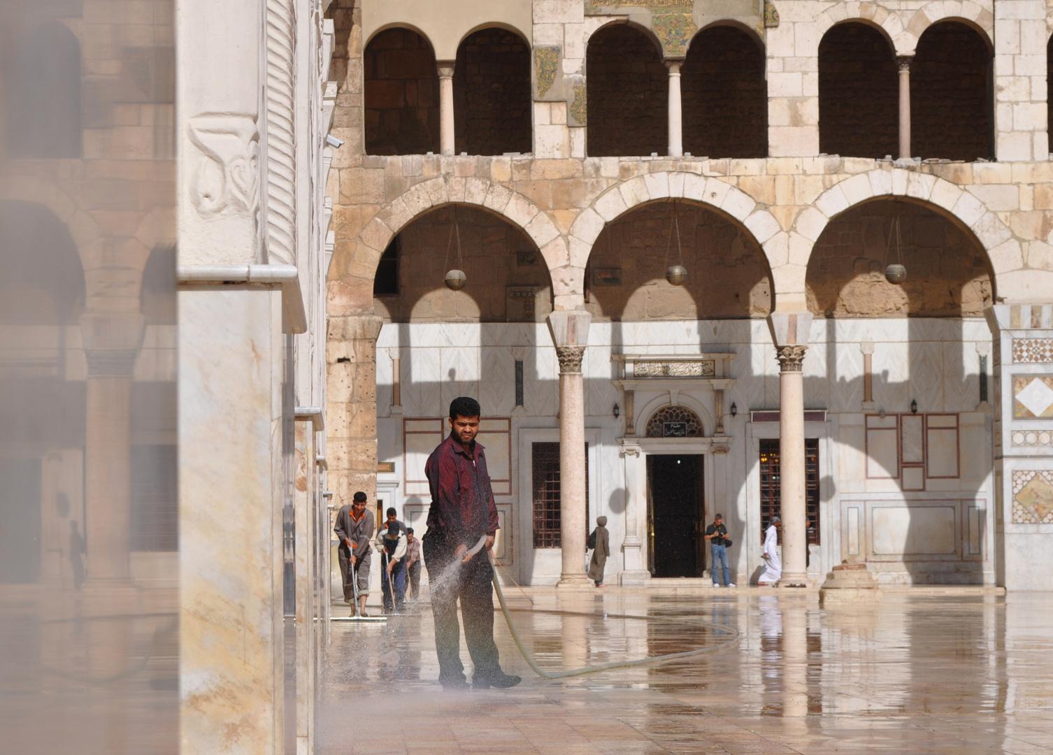 Putzkolonne - In der Omajadenmoschee Damaskus