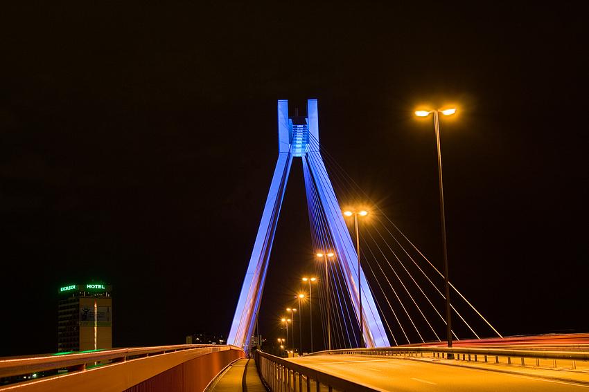 Pylon in blau