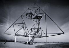 / Pyramid \