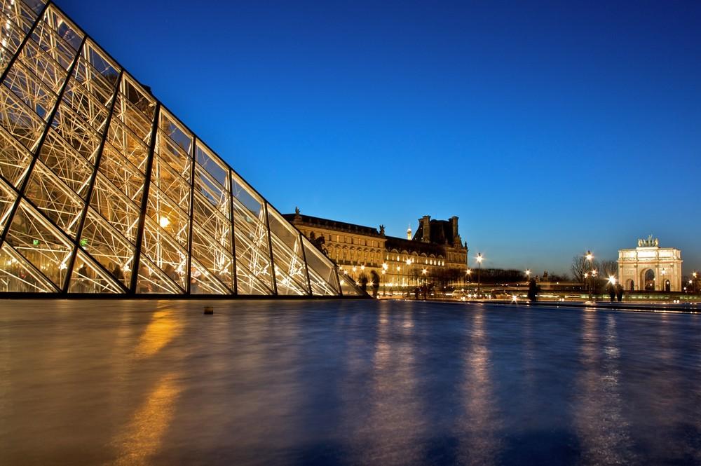 Pyramide et Tour Eiffel