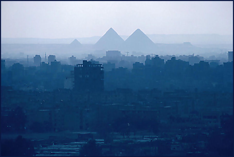 Pyramiden im Morgendunst