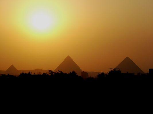 Pyramides au soleil couchant