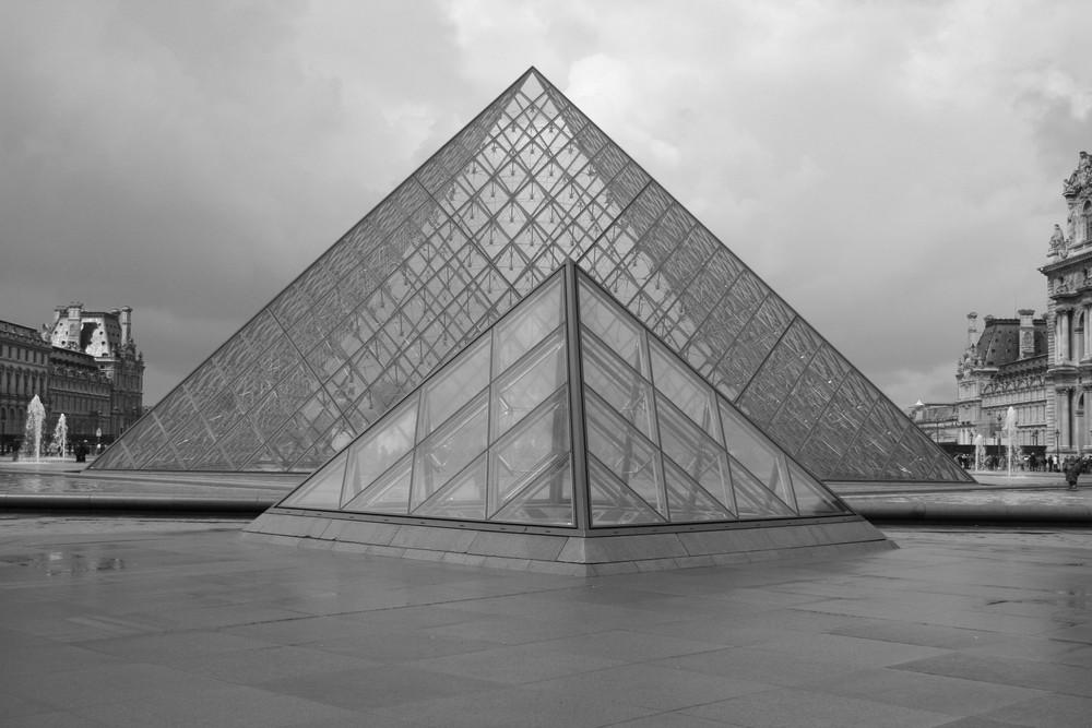 Pyramides du Louvre (Paris)