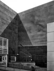 pyramid.reflection