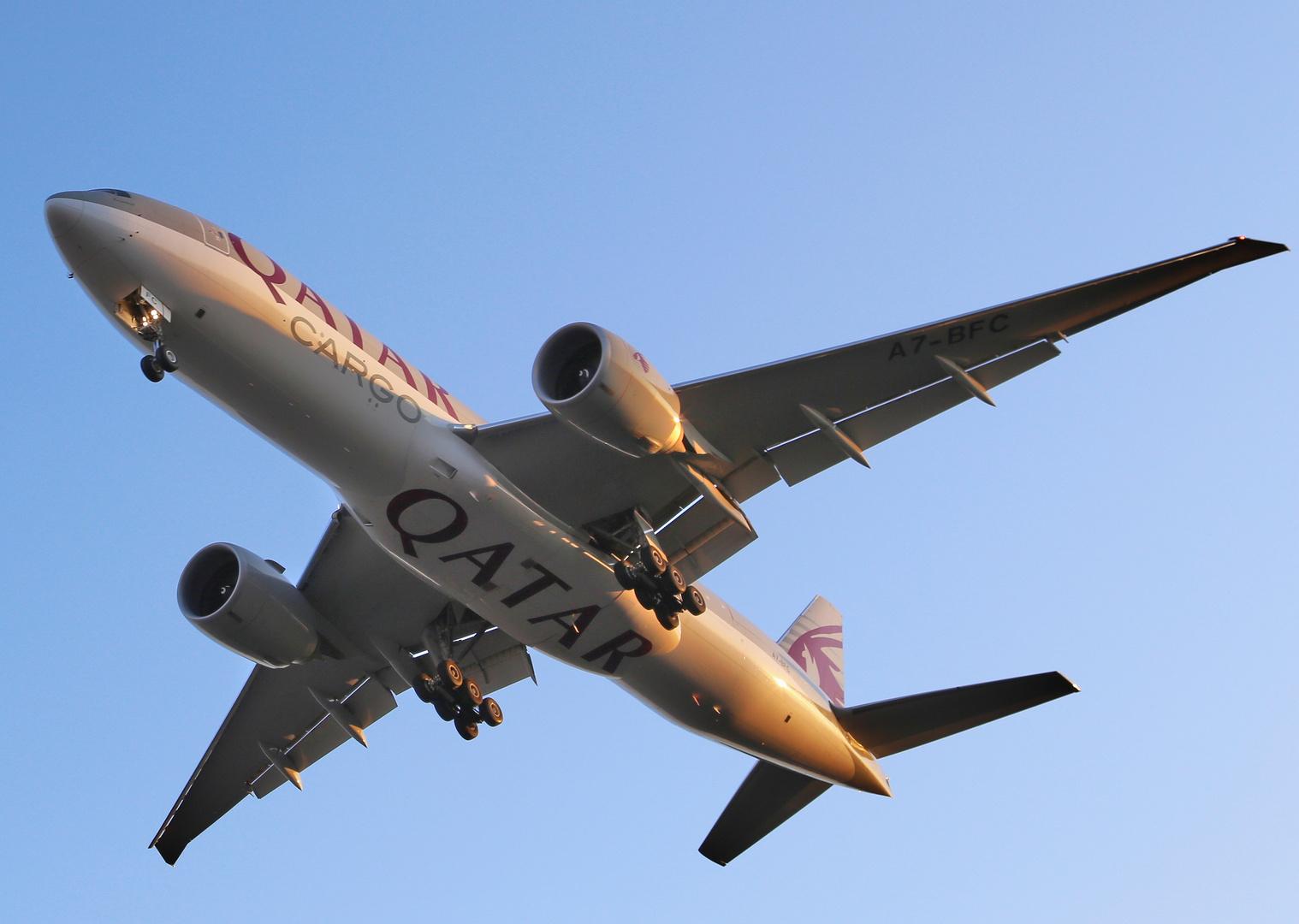 Qatar Cargo im Anflug auf Frankfurt /Main von Westen