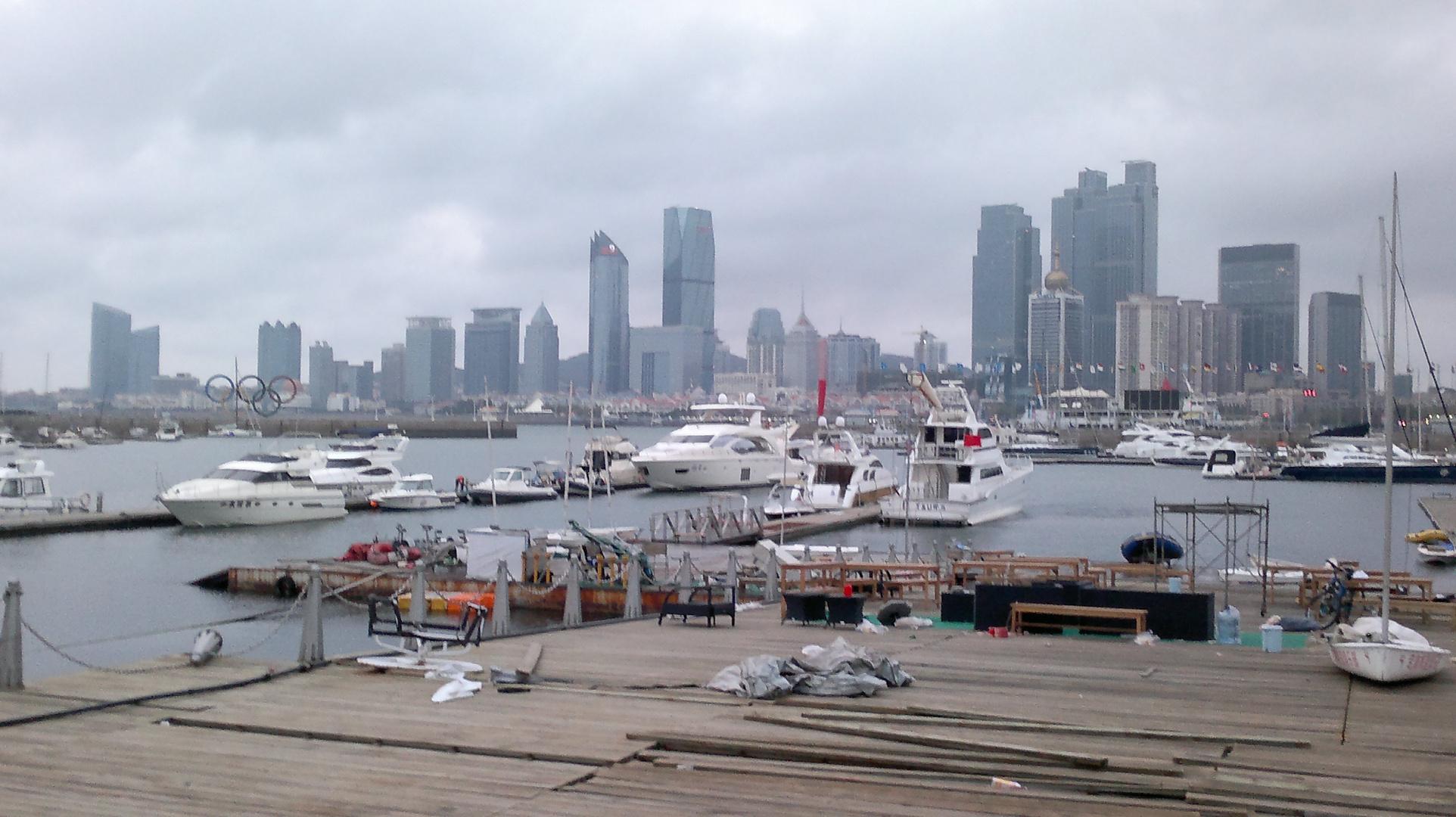 Qingdao (Tsingdao) Hafen beim Olympiagelände im Oktober 2012