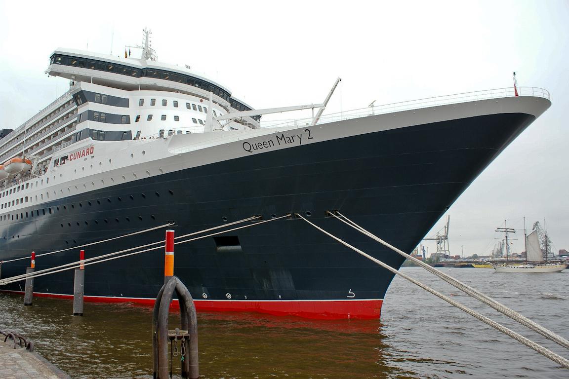 QM2 Cruise Center Hamburg