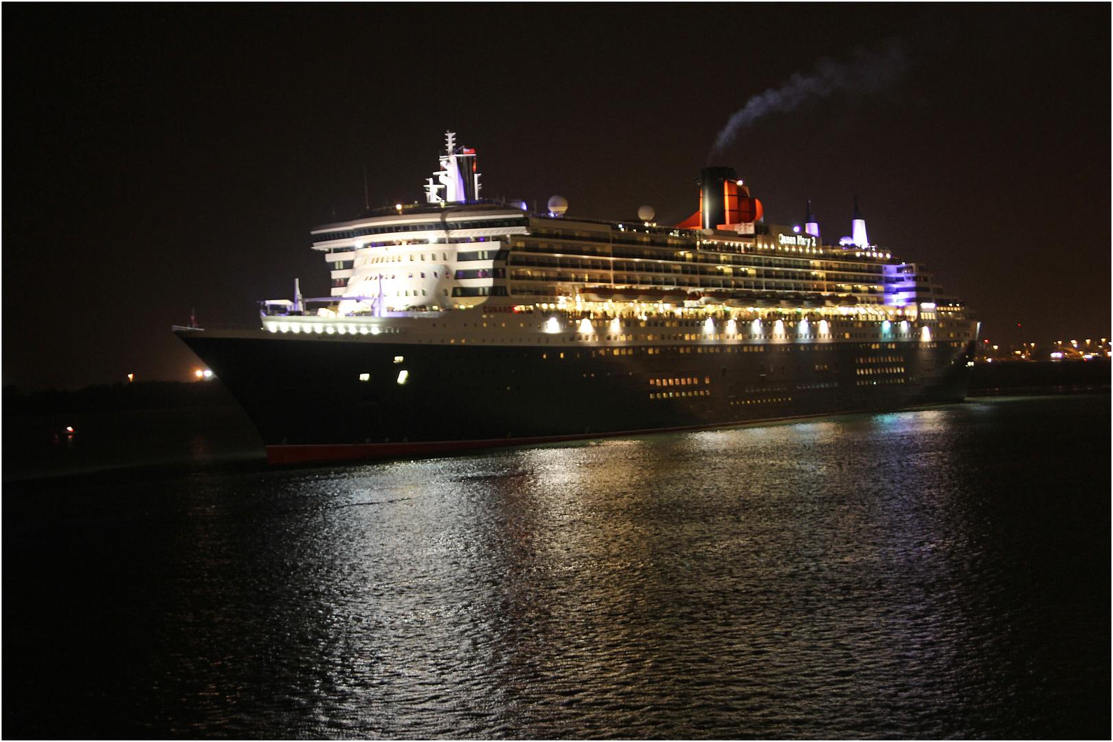 QM2 verläßt Southampton