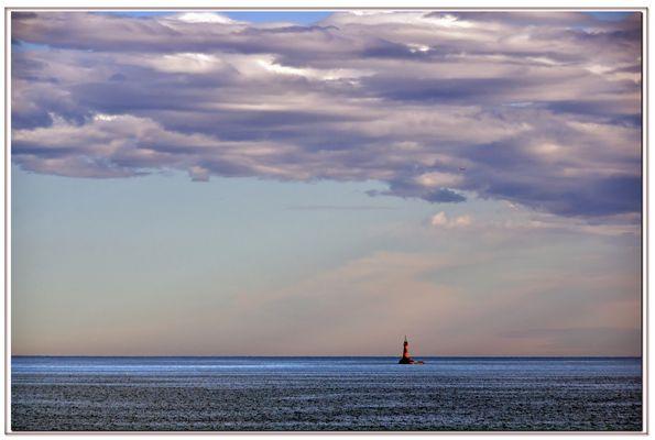 """qualche nuvola sul """"mio"""" faro ....al tramonto...."""