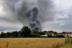 Qualm-Wolke eines Großfeuers