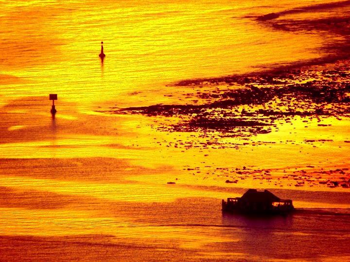 Quand la mer prend la couleur du soleil