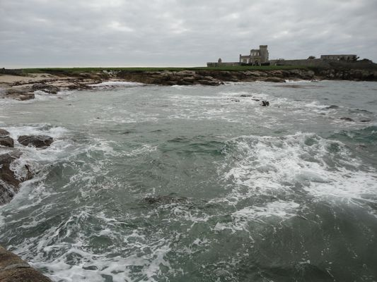 quand la mer se fâche dans le petit port de la pointe de Trévignon