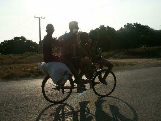 Quarttet auf Fahrrad