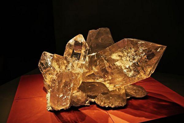 Quarz Riesenkristall vom Planggenstock (Austellung in der Kirche Flüelen)