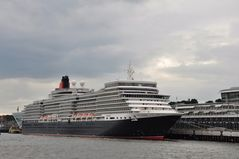 Queen Elizabeth @ Cruise Center Altona