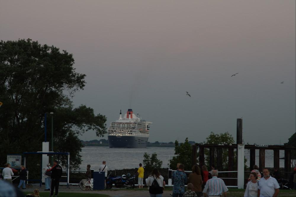 Queen Mary 2 bei den Cruise Days .... und tschüss
