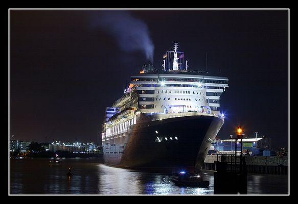 Queen Mary 2 bei Nacht Nr. 1