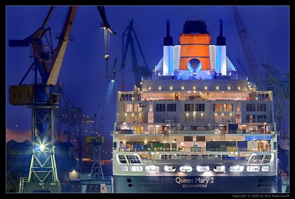 Queen Mary 2 / Dock 17
