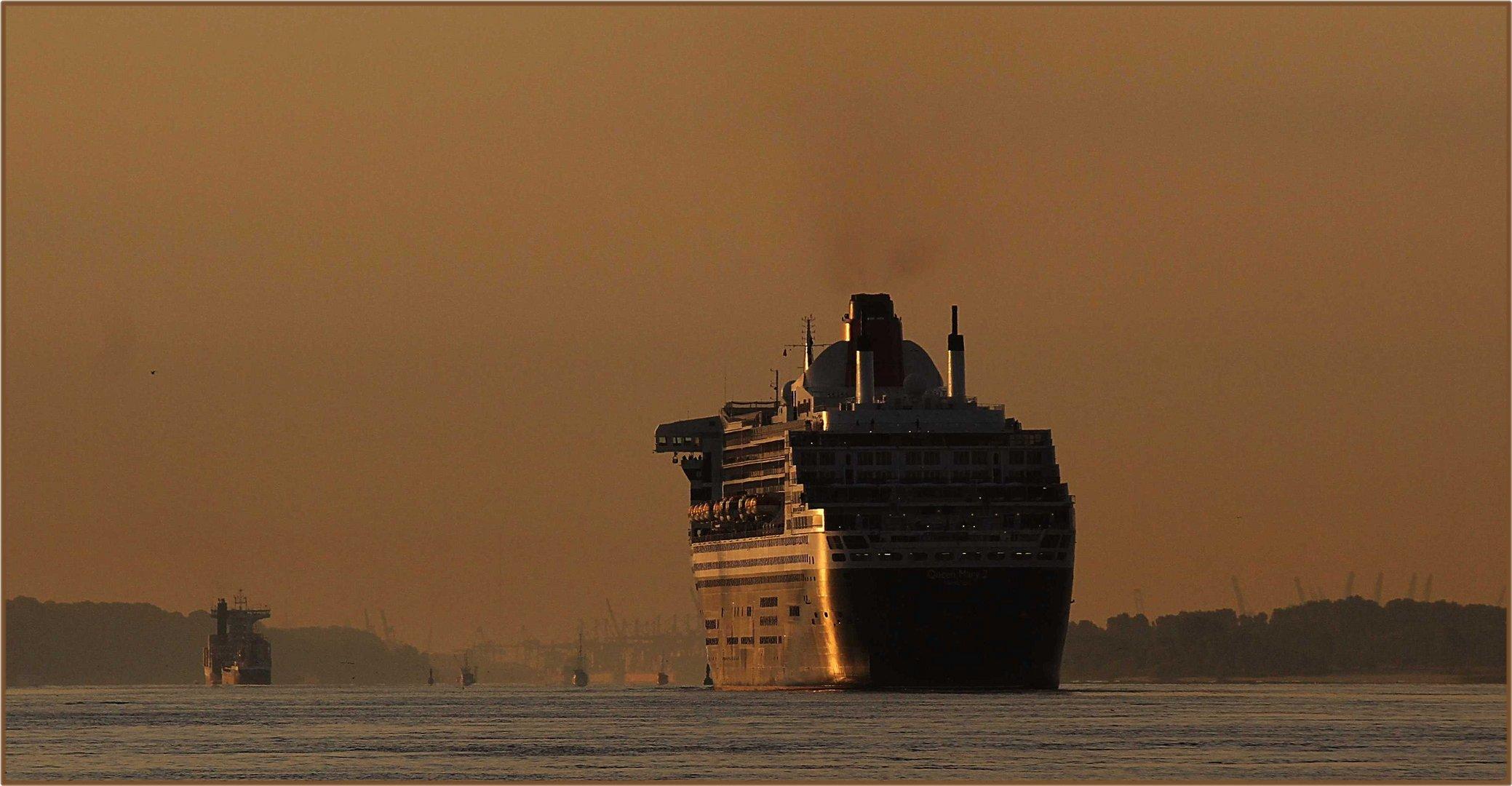 Queen Mary 2 ... Hamburg in Sicht !