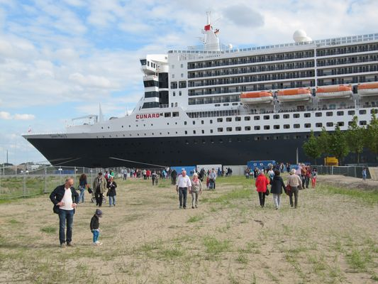 Queen Mary 2 in Hafencity